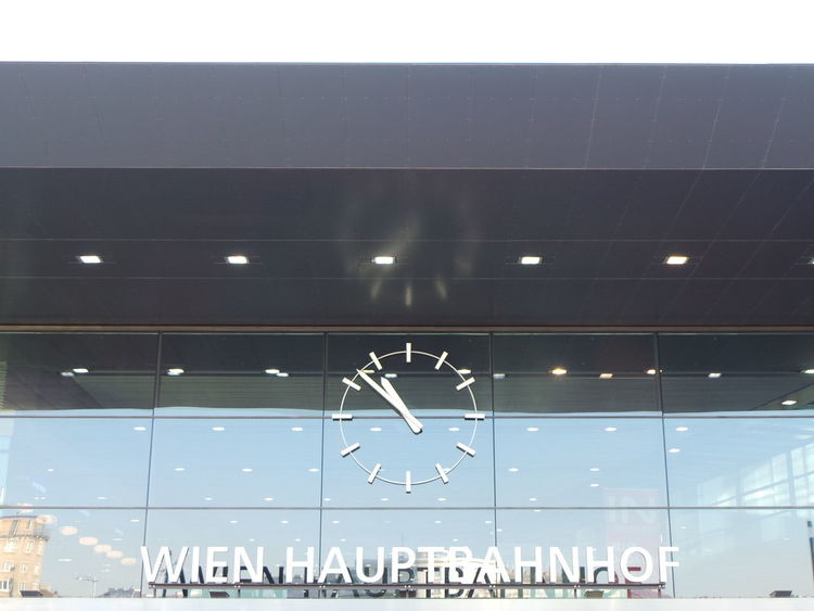 Architecture Architektur Austria Bahnhof Bahnhofsuhr Clock Glas Glass Railroad Station Railway Station Station Station Clock Uhr Urban Geometry Vienna Wien Wien Hauptbahnhof