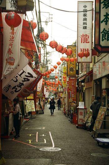 Chinatown Yokohama Kanagawa Japan Coregraphy Canonae1program Ae1program Idafukuphoto 中華街 横浜 Street Streetphotography 路地裏