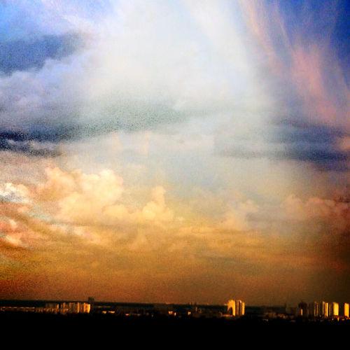 Щербатая луна. И мы не в одной постели. Придумай что надо делать.. Я разбегусь из окна. Я знаю не будет больно... Sanset Belong Anywhere Enjoying The Sun Ukraine. Kiev