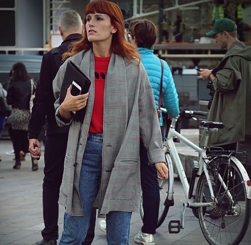 LONDON- 17 September 2017 Woman on the street during the London Fashion Week Beautiful Cool Editor Fashion London Models Streetwear Stylish Editorial  Fashionista Fashionphotography Fashionweek Lfw  Londonfashionweek Look Moda Outdoors Outfit Streetfashion Streetphotography Streetstyle Style Womensfashion Womenstyle Womenswear