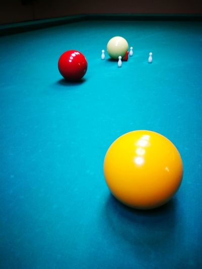 Biliado All'italiana Pool Ball Pool Table Sport Pool - Cue Sport Red Ball Indoors  Cue Ball Arts Culture And Entertainment No People Pool Cue Snooker And Pool Snooker Ball Snooker Close-up Cinque Birilli EyeEmNewHere Be. Ready.