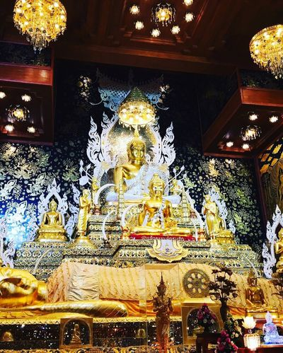 Statue Sculpture Spirituality Religion Human Representation Male Likeness Gold Colored Place Of Worship Idol Low Angle View Golden Color Indoors  No People Day