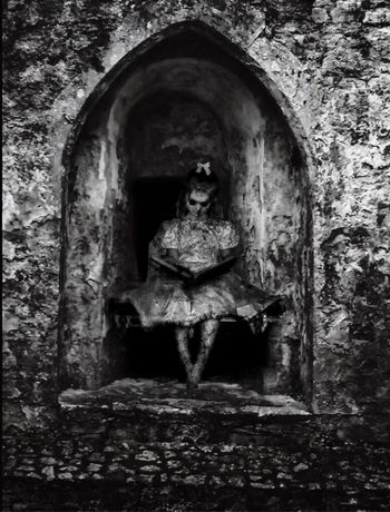 """Scary tales""🕸🕷📖 Horror Littlegirl Blackandwhite Ghost Scary Tales Built Structure Old"