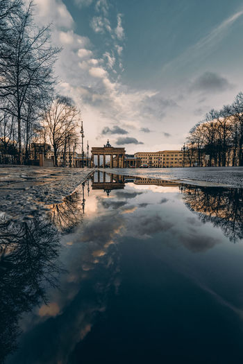 Scenic view of waterreflections at the brandenburg gate