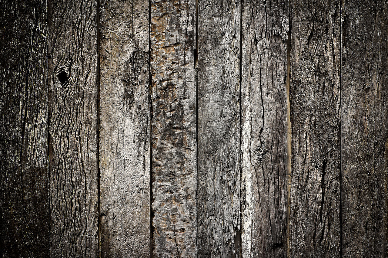 FULL FRAME SHOT OF TEXTURED WALL WITH WOODEN FLOOR