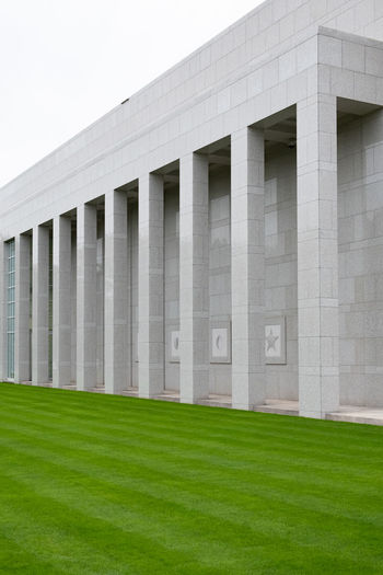 Minimal Minimalism Minimalobsession Minimalist Architecture Minimalist Architecture Grass Built Structure Building Exterior Green Color Day No People Plant Nature Sky Outdoors Architectural Column Modern Building Land Clear Sky Lawn Architecture_collection Architecture