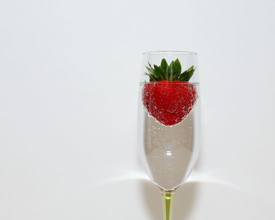Red Studio Shot Drink Healthy Eating Drinking Glass White Background Alcohol Cocktail Strawberry Bubbles Fine Art Photography EyeEm Masterclass Healthy Food Culinary Arts Champagne Champagne Flute Champagne And Strawberries Close-up Fruit Macro Droplets No People Freshness Healthy Wine Moments Visual Feast Be. Ready. Food Stories Visual Creativity
