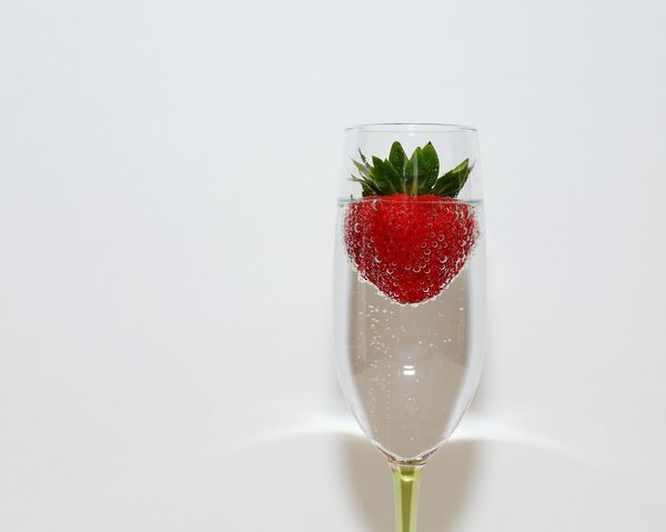 Red Studio Shot Drink Healthy Eating Drinking Glass White Background Alcohol Cocktail Strawberry Bubbles Fine Art Photography EyeEm Masterclass Healthy Food Culinary Arts Champagne Champagne Flute Champagne And Strawberries Close-up Fruit Macro Droplets No People Freshness Healthy Wine Moments Visual Feast Be. Ready. Food Stories