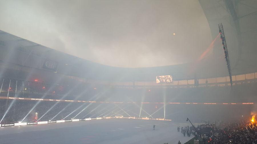Ne bir sis ne bir bulut ! Dolmabahçe Mabed Vadafonearena Inonustadi Sampiyon Besiktas Serefiylehakkiyla Karasevda Bizimkisi Bir Ask Hikayesi Siyahbeyaz Karakartal