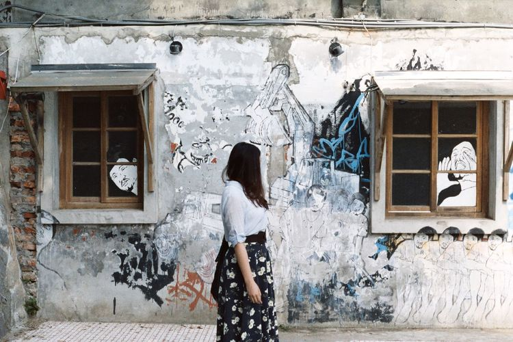 Architecture Art Art, Drawing, Creativity ArtWork Building Built Structure Deterioration Draw Drawing Drawings Filling Up The Tank Film Film Camera Film Photography Filmisnotdead Fujifilm Painting Pentax People People Photography Streetart Wall Wall - Building Feature Window Windows