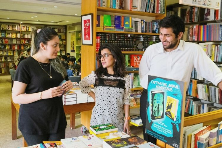Ayesha Raja the owner of the Last Word book shop in Lahore with her team. The store features in the latest episode of my new podcast series for VOI. Link in the comments. Open Edit Colors Books Bookstore VSCO Photojournalism People Photography Hanging Out Street Photography EyeEm Gallery