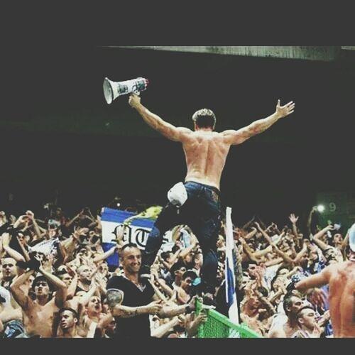 What Makes You Strong? FCPorto Curva Amorincondicional