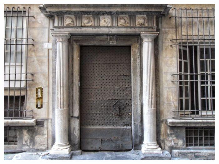 Front Door Building Exterior Door Entrance Closed Architecture Built Structure No People Day Outdoors Palace Hystorical Centre Genoa Caroggi Vicoli Di Genova