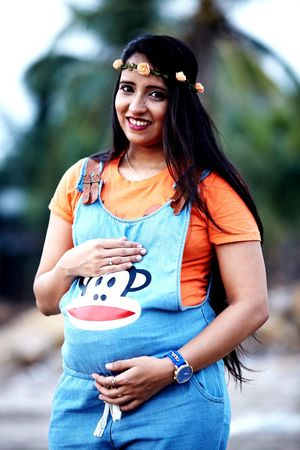 Father To Be Mother To Be Maternity Shoot Pregnant Belly  Motherhood Pregnant Woman EyeEm Selects Abdomen Human Hand Portrait Women Young Women Smiling Beautiful Woman Standing Happiness Beauty