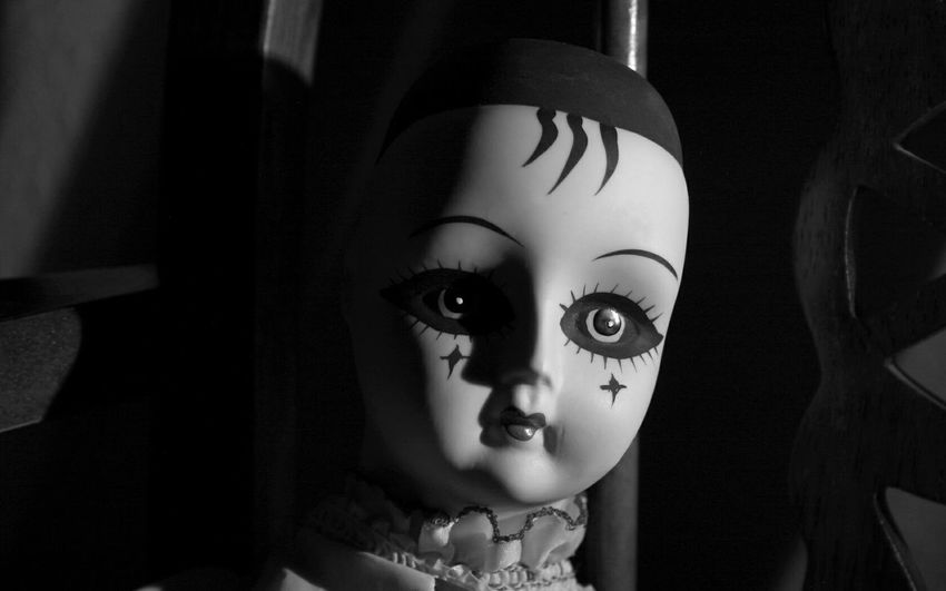 Creepy Doll Porcelain Doll Black & White Swallow Your Soul Poltergeist Nightmare Eyes Watching You Clown Mime