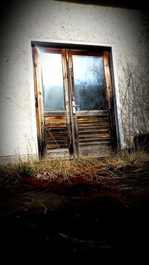 Door Tür Doorsandwindows Water Window Wet Abandoned Close-up Sky