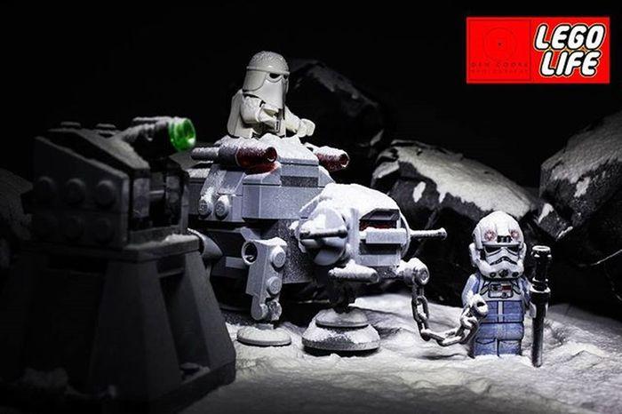 'That's the 4th time we've passed that laser tower! Are we lost?!' LEGO Lego_hub Legophotography Stuckinplastic Toygroup_alliance Toyslagram_lego Legostagram Legominifigs Brickfans Brickshift Brickfans Bricknetwork Legohub Starwars Toplegophoto Epiclegolover Legostarwars Minifigures