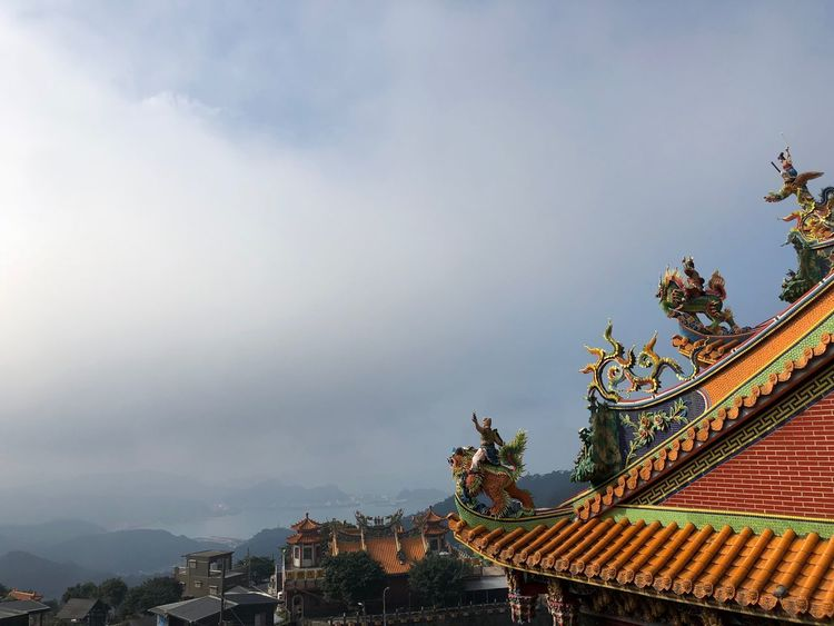 9 pièce EyeEm Best Shots EyeEmNewHere Voyage Travel Built Structure Architecture Sky Building Exterior Cloud - Sky Belief Plant Nature Religion No People Building Place Of Worship Spirituality Low Angle View Day Roof Outdoors Roof Tile Ornate