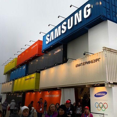 Где где а вот в Samsung было очень людно, толпы людей играли в игры, собирали значки, пробовали Note 3, печатали свои эмблемы на 3D принтере и многое другое Sochi2014 Olympic Olympicgames