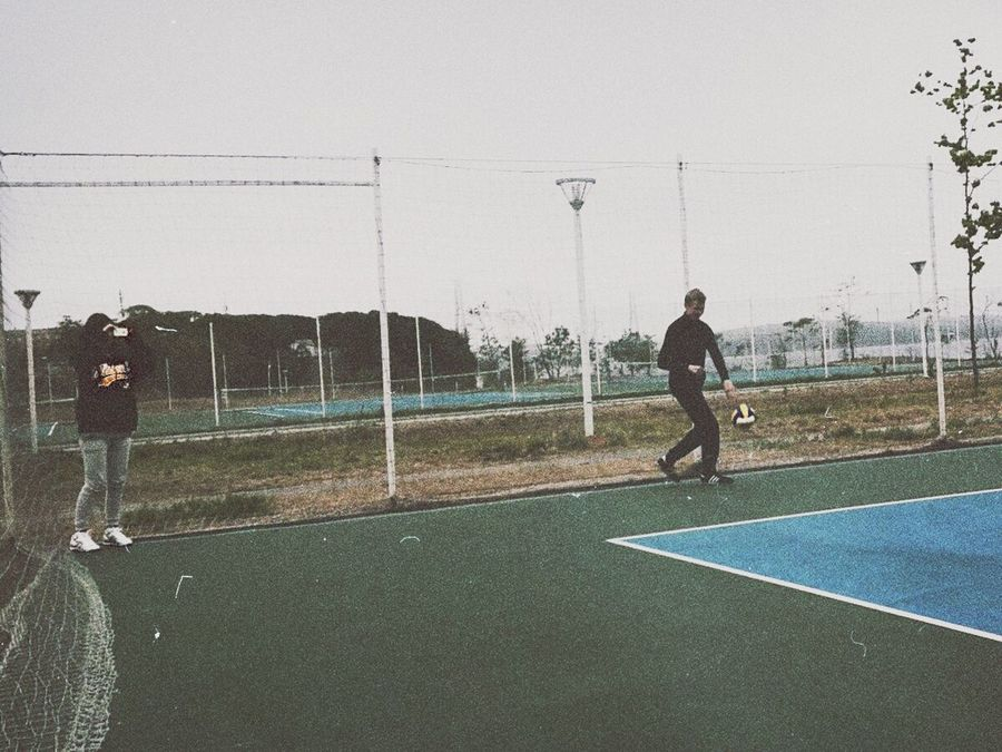 Волейбол Game Relaxing Asics Volleyball Friends Boy Girl Taking Photos That's Me