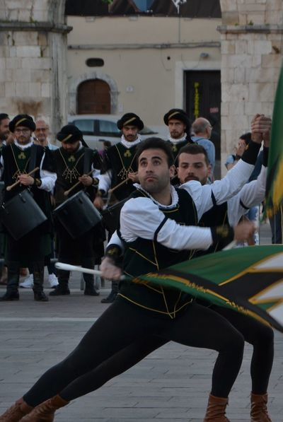 Practicing Sport Arts Culture And Entertainment Musician Performance Large Group Of People Adult People Men Performance Group Outdoors Day Adults Only Bandiere Sulmona Giostra Cavalleresca Sulmona Sbandieratori Sbandieratori Flags