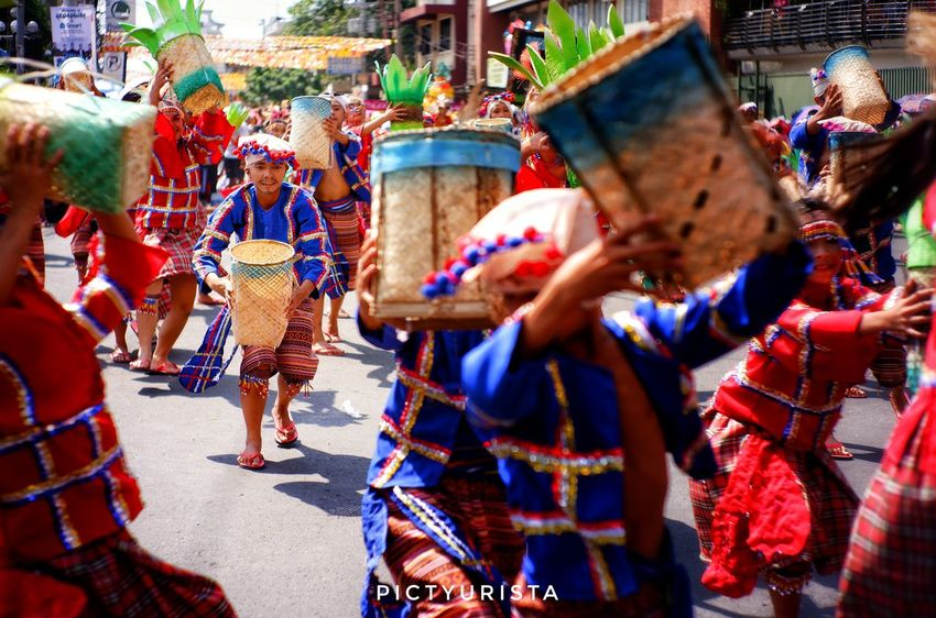 """Dala dala'y buslo"" This picture was taken during the Indak-Indak sa dalan Kadayawan sa Davao event last August 19, 2018. EyeEm Best Shots EyeEmNewHere Fujifilm XT100 7artisans Randomphotos Composition Hobbyistphotographer Ndfiltered Landscapephotography Philippines Photographer Streetphotographyworldwide Street_focus_on Newbie Fuji Lensculture Streetphotography Streets_storytelling Streetsleaks Streetclassics Streetphotographycommunit Multi Colored Women Men Traditional Clothing Traditional Dancing Festival"