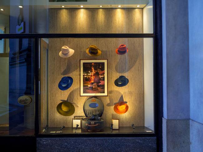 ~7日間イタリアの旅~ ミラノのシンボル、ガッレリア 帽子屋さんのショーウインドウ City City Street Cityscape Hat Italia Mirano Architecture Colorful Display Indoors  Italy No People Shelf Shop Store Street