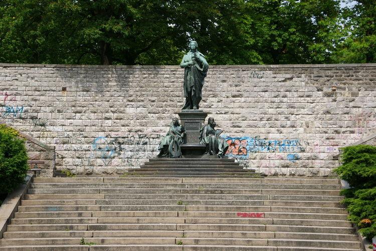 Johann Christoph Friedrich von Schiller im Schillerpark, Berlin Berlin Deutschland Germany Schiller Schillerpark Sculpture Standbild Statue Statue