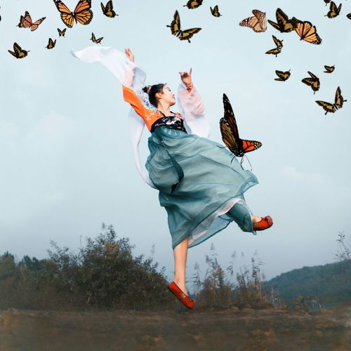 Libertà Condivisa Liberty Digitalmanipulation Emotionalabuse Narcissism Creativity Imagemanipulation Young Women Full Length Motion Dancing Coordination Mid-air Smiling Happiness Dancer Blond Hair Jumping