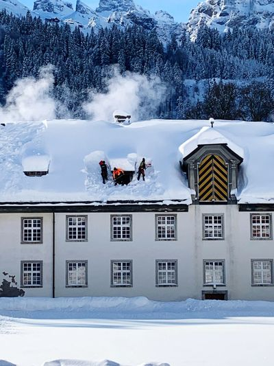 Travel Destinations Snowcapped Mountain Engelberg Switzerland Alps Snow Winter Cold Temperature Nature Architecture Day Built Structure Mountain Group Of People Real People Beauty In Nature Snowing My Best Photo