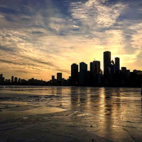 Chicago Sunset Sunset_collection Sunset Silhouettes Relaxing Enjoying Life Amazing Place Beautiful Wallpaper Chicagoshots Colors Of Winter Cityscapes City View  City At Night Puesta De Sol Puestadesol Puesta De Sol Increible Bonitasvistas The Street Photographer - 2016 EyeEm Awards Embraceurbanlife