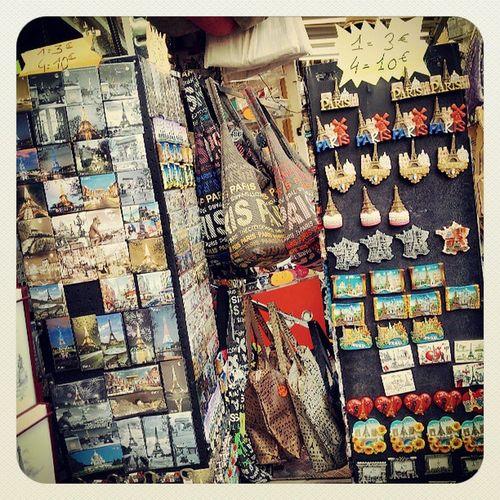 Boutique souvenirs de Paris Paris Sacrecoeur Visitparis France montmartre souvenirs