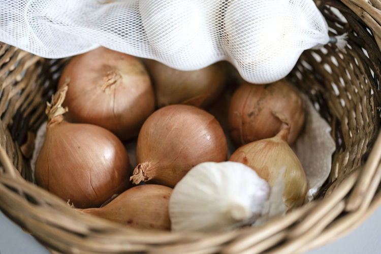 Onions and garlic Garlic Market Basket Biological Close-up Day Fair Trade Fairtrade Food Food And Drink Freshness Healthy Healthy Eating Indoors  Ingredient Kitchen No People Onion Onions Organic Stock Storage Supplies Whicker Wooden Basket