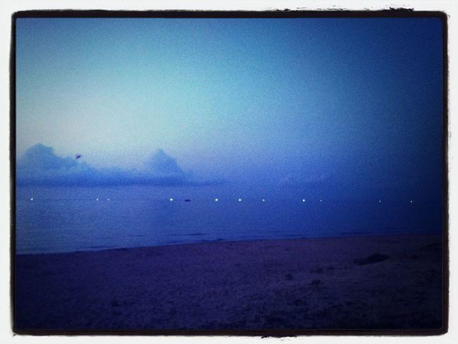 ポツポツとイカ釣り漁船