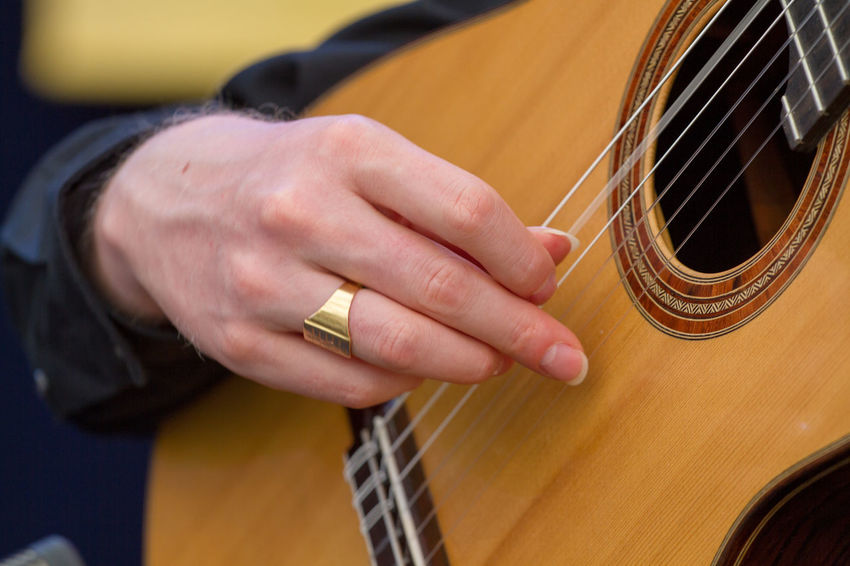 Guitarra Adult Arts Culture And Entertainment Close-up Day Fretboard Guitar Guitarist Human Body Part Human Hand Music Musical Equipment Musical Instrument Musical Instrument String Musician One Person Outdoors People Playing Plucking An Instrument Skill  String Instrument