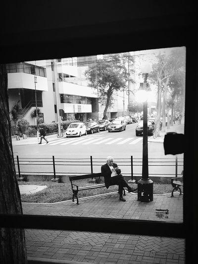 Framing Around. ( #SeniorCitizen ) VSCO Streetphotography Ways Of Seeing Lima Perú Blackandwhite Monochrome Water City Sea Beach The Street Photographer - 2018 EyeEm Awards #urbanana: The Urban Playground