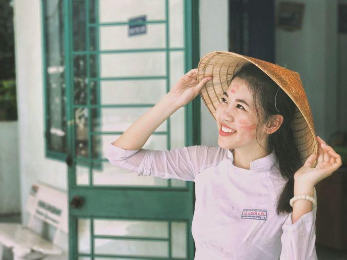 My girl Hat Vietnamese áo Dài ❤ AodaiVietNam ❤️ Vietnamese Girls Portrait Non La Vietnam