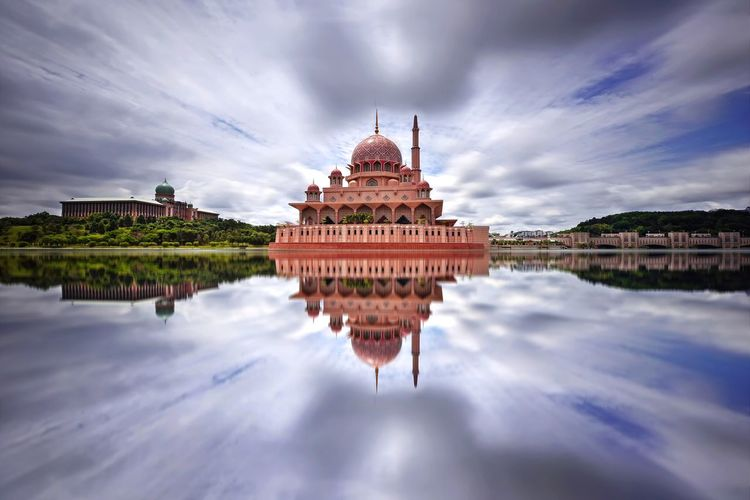 Reflections of Putra Mosque, Putrajaya Landmark Landscape Reflection Backgrounds Outdoor Business EyeEm Selects EyeEm Best Shots EyeEmBestPics Eyeemphotography Putrajaya Malaysia ASIA Mosque Masjid Architecture Built Structure Building Water Ancient Civilization Beauty City Sunset Place Of Worship Arts Culture And Entertainment Lake Religion Arrival Exterior Urban Scene