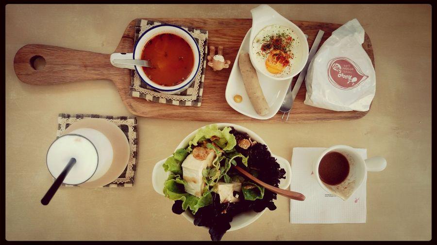 Hostel Brunch Enjoying A Meal