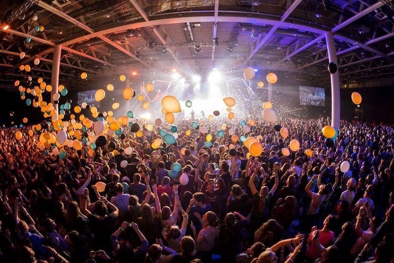 People 6500 Balloons Liveband Music Silvester Basel Souls Christ Jesus God Praisecamp