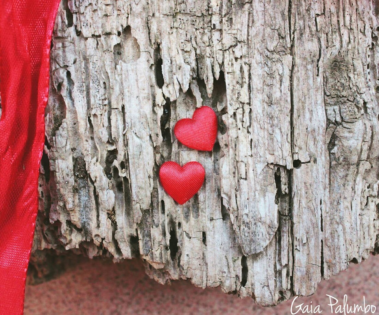red, heart shape, tree trunk, close-up, wood - material, valentine's day - holiday, love, textured, no people, day, tree, outdoors, nature