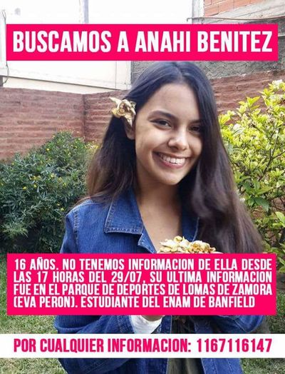 Only Women Women One Person People Argentina Sebusca Wanted Inseguridad One Woman Only Feminism Adult Ayuda Help Text Argentina Photography Latin America Latinoamerica Latinoamericana
