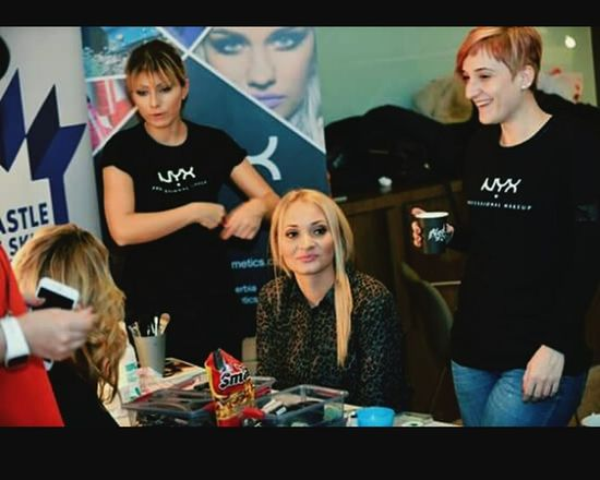 Fashion Week Makeupartist Relaxing Nyxcosmetics Nyx Friends Castle Of Skill Team