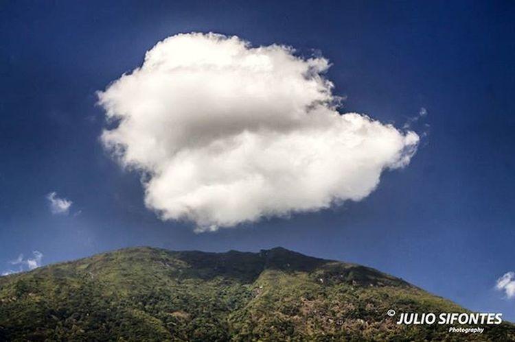 A esto estuve a punto de tocarte, como cuando el cielo quiere tocar a la tierra, pero algo, no se qué, no me lo permitió, a esto estuve a punto de tocarte. Fotocrafiandoconelcorazon IG_Venezuela Instafoto_ve LOVES_BESTHDR Decolor_es Worldcolours_hdr World_great Ig_caracas Ig_valencia Elnacionalweb Great_captures_venezuela Ig_venezuelan_pro Venezuela_estrella Caracas