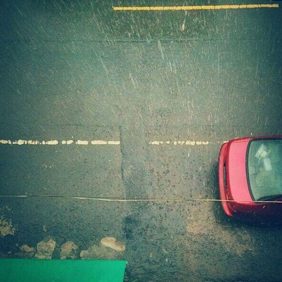 雨天總是壞了心情 換個角度想 練練雨天攝影也不錯。 ---- 統測考生加油! 20140504