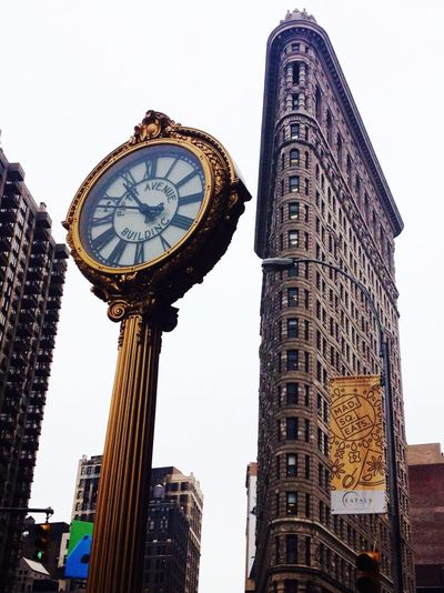 My favourite building ever 😍👏🏻 New York Flatiron Building Skyscraper Hanging Out Taking Photos Architecture Throwback