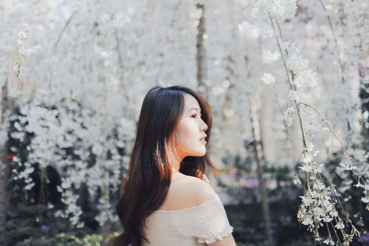 My Best Photo International Women's Day 2019 Streetwise Photography One Person Young Adult Young Women Long Hair Plant Beautiful Woman Real People Focus On Foreground Lifestyles Women Headshot Hairstyle Leisure Activity Beauty Portrait Hair Looking Looking Away Side View Contemplation Outdoors Off Shoulder
