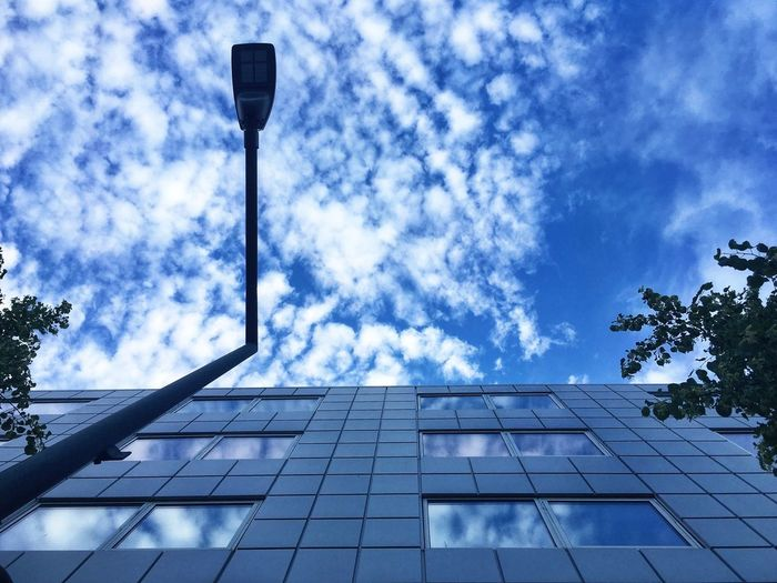 Look up🙄 Reflection Reflection Reflection_collection Light Minimalist Architecture Minimalism Exterior Design Architecture_collection 500px Shootermag Ladyphotographerofthemonth Vejle Denmark Clouds And Sky Mette Bruus Mettebruus Modern Architecture Architecture Sky Cloud - Sky Low Angle View Architecture Building Exterior Nature Built Structure City Street No People Lighting Equipment Reflection The Architect - 2018 EyeEm Awards The Still Life Photographer - 2018 EyeEm Awards Creative Space #urbanana: The Urban Playground