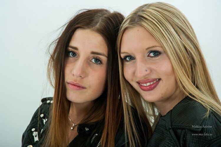 Maja & Fanny posing. www.ma-foto.se Posing Model Modeling Women Of EyeEm Looksgood Bestfriends Teenager Girls Natural Beauty Woman Portrait