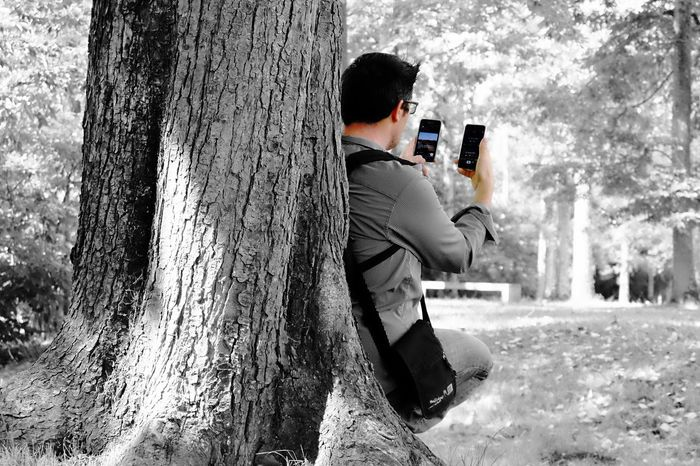 No network !!! Tree Trunk Tree Technology Communication Holding Casual Clothing Nature Day Memories Non-urban Scene Internet Addiction Internet Forest Forest Photography Cellphone Photography Nature Focus On Foreground Eye4photography  Phootooftheday Picoftheday